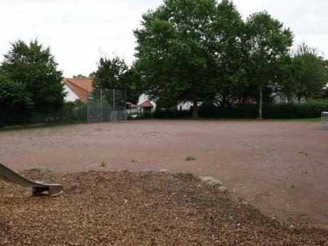 Tennen-Kleinspielfeld